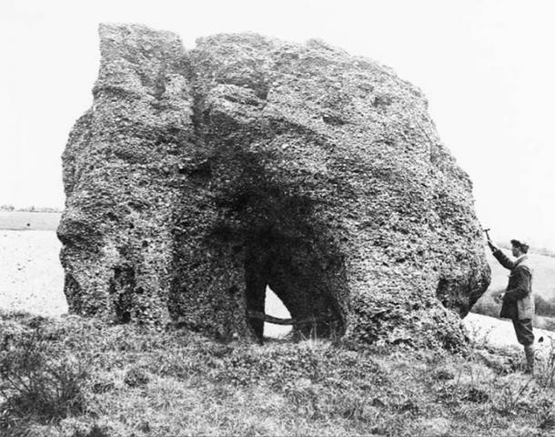 Una foto de 1911 de la Piedra Druida de Blidworth vista desde el oeste muestra que el monumento no ha cambiado en los últimos cien años. (Materiales del Servicio Geológico Británico / NERC)