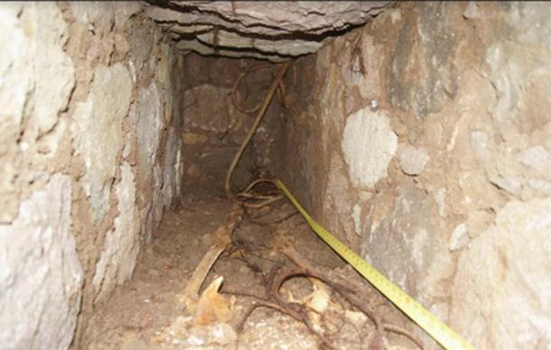 La costumbre funeraria europea de las tumbas cist se convirtió en una tradición en la isla. (R Espersen / Antiquity Publications Ltd)