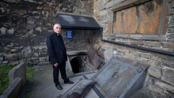 Archidiácono Pierpoint en la cripta de la iglesia de San Michan. (Tom Honan)