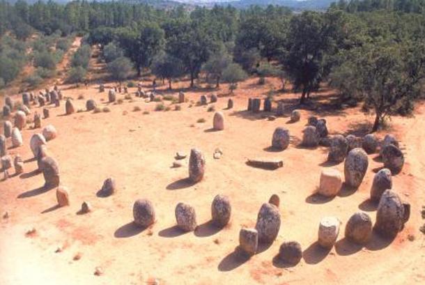 Círculo-piedras-Almendres.jpg