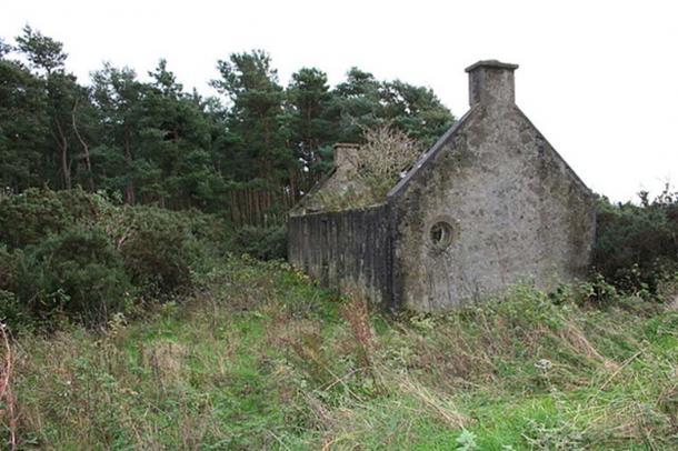 Casa moderna pero abandonada, cerca de Lochhill, Escocia. (Des Colhoun / CC BY-SA 2.0)