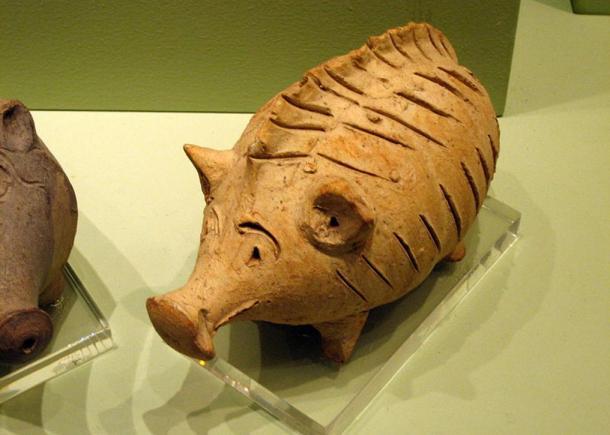 Juguete antiguo: Cascabel de cerámica con forma de cerdo, periodo Cypro-Archaic II (600-480 a.D).
