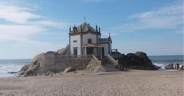 Cerimonia-pagana-Capela-do-Senhor-da-Pedra.jpg