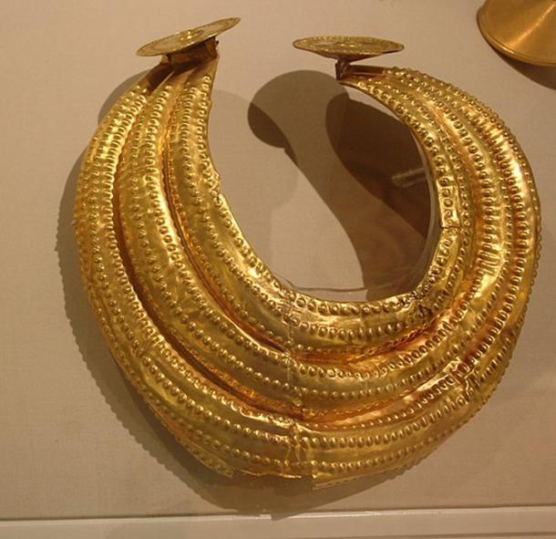 """El """"gorgo"""" de oro de la Edad del Bronce Final, 800-700 aC, se encuentra en Dublín. (PKM / CC BY-SA 4.0)"""