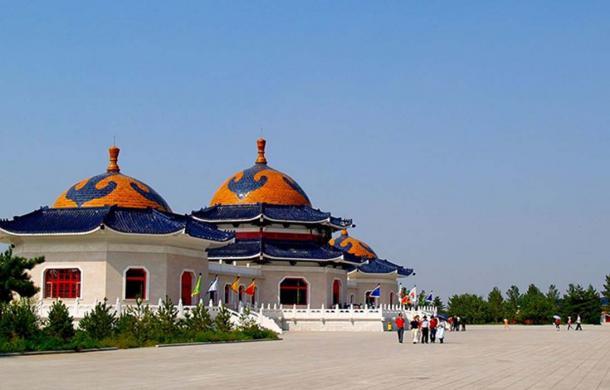 El mausoleo de Genghis Khan Mausoleo de Genghis Khan cerca de Ordos en Mongolia Interior. (Magnus Manske / CC BY-SA 3.0)