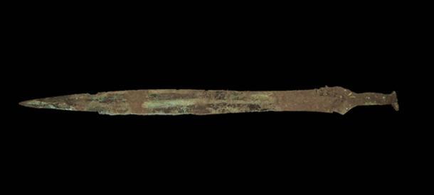Espada de la Edad de Bronce tardía excavada en el sitio de Carnoustie. (GUARDIA Arqueología)