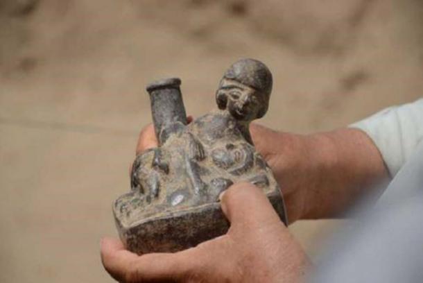Figura que representa la realización de un acto erótico. (andina)