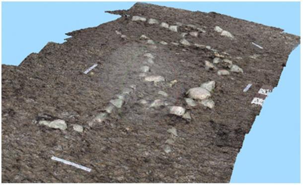 Formación pétrea realizada por la mano del hombre, muestra tomada con un dron, representando la efigie de un ser humano.