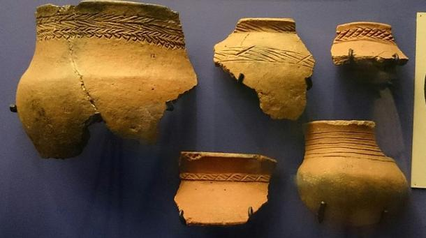 Fragmentos de cerámica doméstica con decorados similares a los de las cabezas de Lydenburg, Lydenburg, Sudáfrica