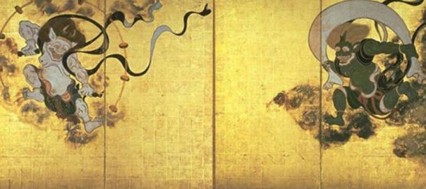 Fūjin-raijin-zu por Tawaraya Sōtatsu. Los dioses que se creía que protegían a Japón con los tifones eran: Raijin, a la izquierda; y Fujin, a la derecha.