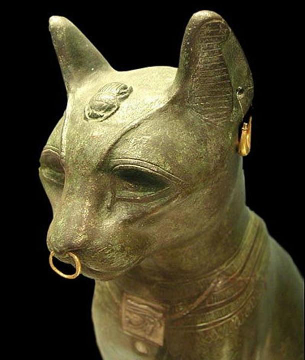 El llamado 'Gayer Anderson' gato. Una forma de la diosa Bastet de bronce hecha en el periodo tardío. Museo Británico