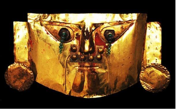 Máscara ceremonial dorada, cultura sicán, Lambayeque, Perú