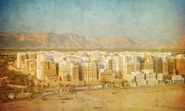 Imagen vintage de Shibam, Yemen. (javarman / adobe)
