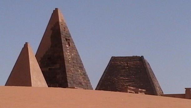 Las pirámides Kushitas eran generalmente más empinadas y más puntiagudas que las pirámides egipcias