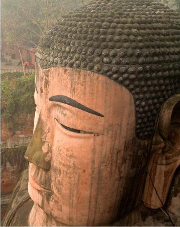 1021 moños forman el cabello del Buda