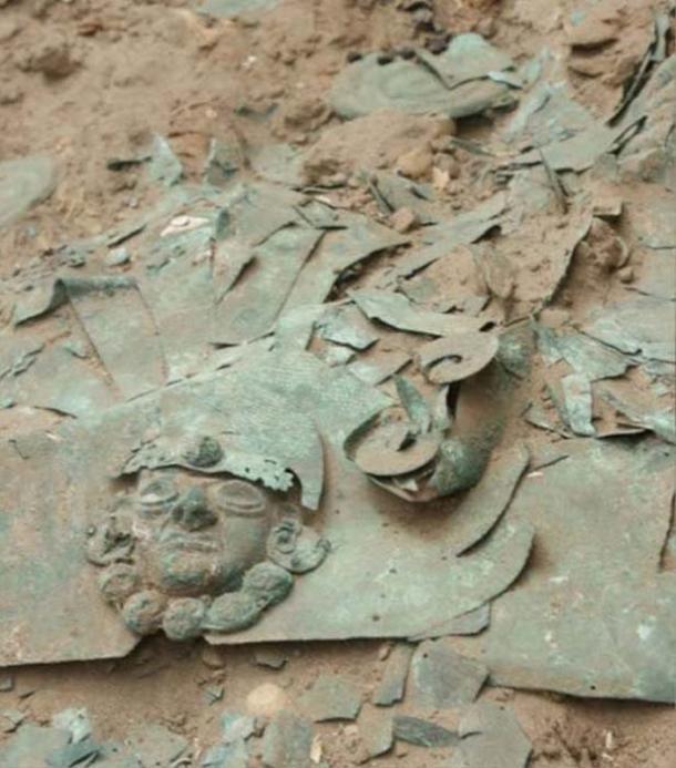 Los arqueólogos creen que la primera tumba pudo haber pertenecido a un líder militar, ya que se encontraron armas y una corona con los restos. (RPP Noticias / Deisy Cubas)