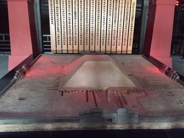 Modelo reconstruido de cómo se veía el Mausoleo Yangling cuando fue construido. (Dorisyong / CC BY-SA 4.0)
