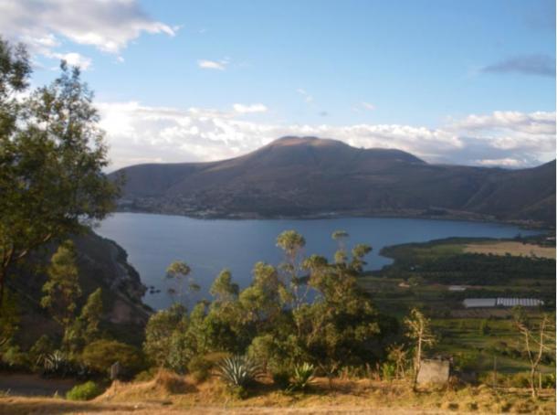 Lago de Yahuarcocha desde el mirador de San Miguel, Ibarra, Ecuador