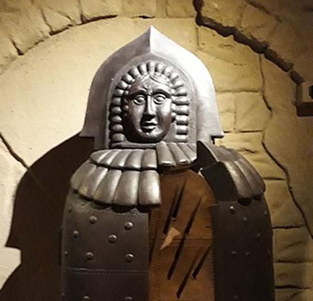Se dijo que la cabeza de Virgin en la parte superior de la Doncella de Hierro simboliza el triunfo de la Iglesia Católica sobre la herejía. (Grafenschreck / CC BY-SA 4.0)