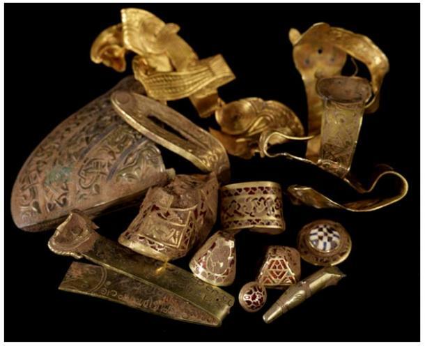 El Tesoro de Staffordshire, descubierto en unos campos de Hammerwich, cerca de Lichfield, en julio del 2009, quizá sea la colección más importante de objetos anglosajones encontrada en Inglaterra. 2009, David Rowan, Birmingham Museum and Art Gallery.