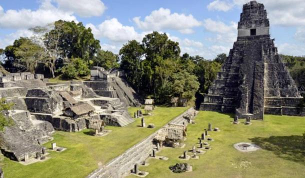 La escala de la pirámide en Toniná es comparable en tamaño sólo con las grandes ciudades maya de Guatemala, como Tikal. En la imagen, la acrópolis central en Tikal.