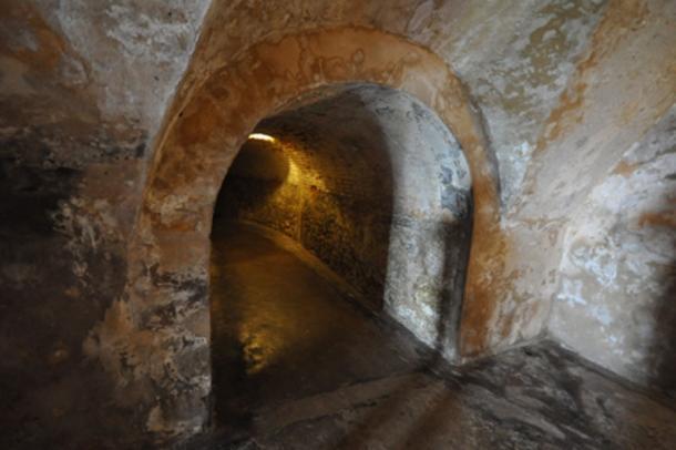 Una parte del sistema de túneles que corre debajo de San Cristóbal (CC BY 2.0)