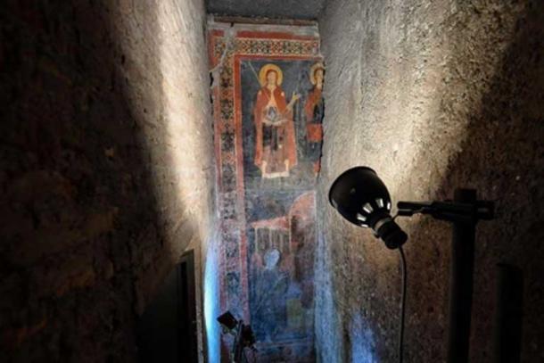 Un muro había sido colocado sobre parte del fresco medieval durante los trabajos de restauración. (Il Messaggero)