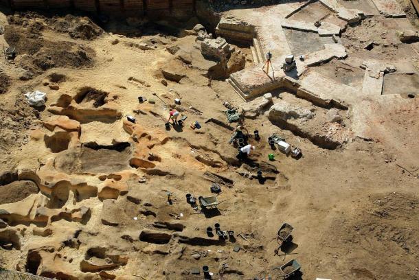 Una toma aérea del sitio de excavación en el cementerio medieval de Petriplatz, Berlín. (Confix737 / CC BY-SA 4.0)