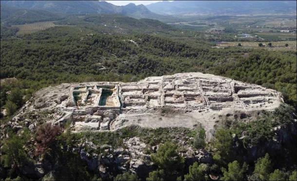 Vista aérea de La Almoloya en 2015 (figura cedida por el Grupo de Investigación Arqueoecologia Social Mediterránea, Universidad Autónoma de Barcelona / Antiquity Publications Ltd)