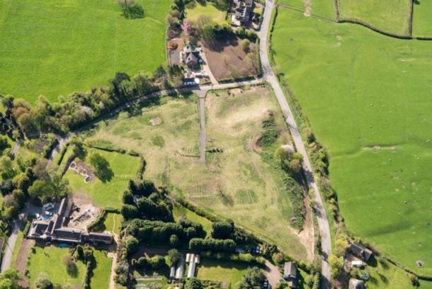 Después de que la familia Mac había dañado el sitio de la aldea medieval en Withybrook, Warwickshire. Se puede ver el trabajo sustancial completado, p. creación de gran vía. (Inglaterra histórica)