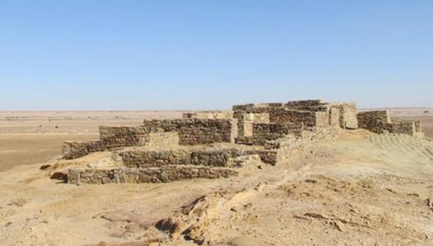 Al-Hamra, Templo de Nabonidus Al Radhm Palacio de Nabonidus. Fuente de la imagen
