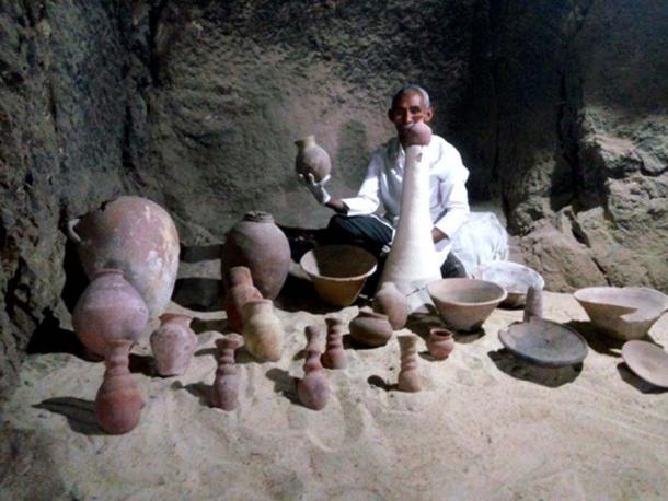 Algunos de los artefactos encontrados en la tumba. (Ministerio de Antigüedades de Egipto)