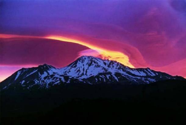 Amanecer en el Monte Shasta. (CC BY-SA 2.0 )
