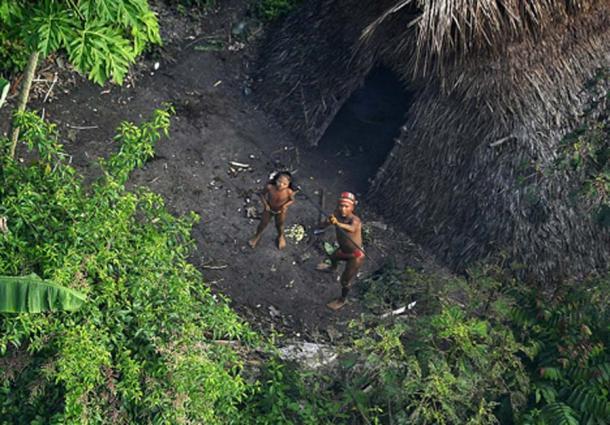 Una tribu no contactada en la selva de Brasil. (CC BY SA 2.5)