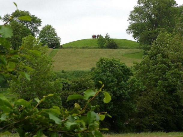 El análisis muestra que las personas y los bienes llegaron de todas partes para las fiestas en Navan Hill Fort. (Dominio público)