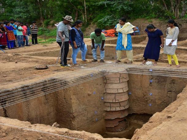 Un anillo bien encontrado en el sitio de excavación. (M Suganth)