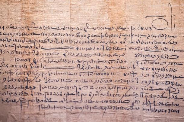 Antiguos escritos árabes sobre papiro. (Andrea Izzotti / Adobe stock)