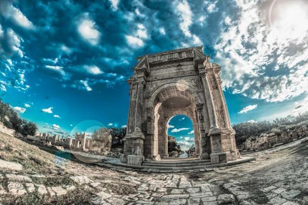 El Arco de Septimio Severo en Leptis Magna en Libia es una ruina romana bien conservada que da testimonio del primer emperador africano de Roma. (Abdulfatah Amr / CC BY-SA 4.0)