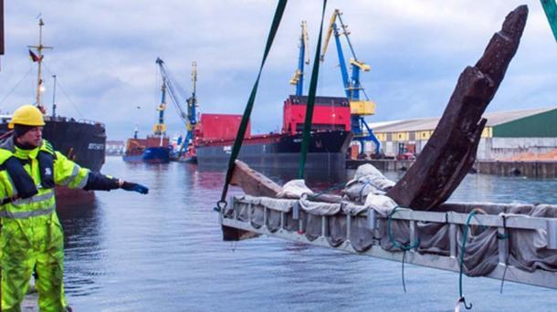 La carrera contra el tiempo de los arqueólogos para estudiar y documentar las maderas supervivientes del naufragio vikingo. (Landesamt für Kultur und Denkmalpflege Mecklenburg-Vorpommern)