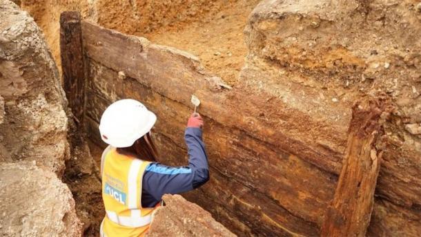 Los arqueólogos han descubierto lo que creen que es el teatro Red Lion perdido hace mucho tiempo, descubriendo una estructura rectangular de madera con 144 maderas sobrevivientes. (Archaeology South-East / UCL)
