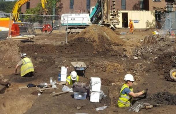 Arqueólogos excavando el sitio enDurham, donde se encontraron los restos humanos. (Universidad de Durham)
