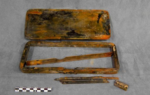 Los arqueólogos submarinos encontraron una caja de lápices en los restos del HMS Erebus. (Parks Canada)
