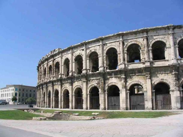 La Arena de Nimes, que se encuentra entre los anfiteatros romanos más conocidos fuera de Italia. (Andim / CC BY-SA 3.0)