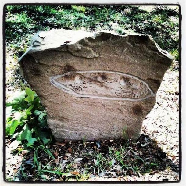 Foto de la lápida alienígena Aurora OVNI. (Ciudad de Aurora)