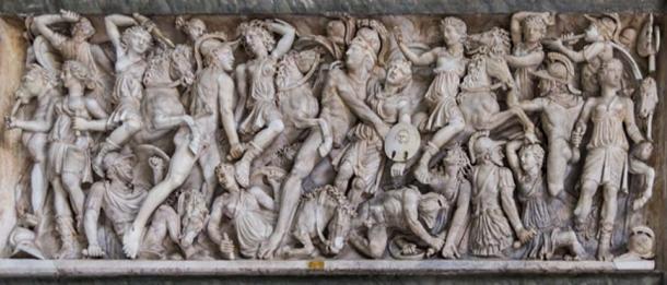 Batalla de griegos y amazonas sobre mármol. (Colin / CC BY-SA 3.0)