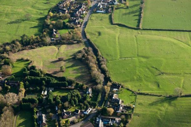 Antes de que el daño se completara en el sitio de la aldea medieval en Withybrook, Warwickshire, en 2014. (Inglaterra histórica)