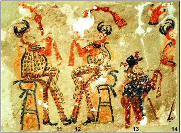 Los puntos negros sobre un fondo naranja son característicos del arte maya local. (R. Słaboński / Antiquity Publications Ltd)