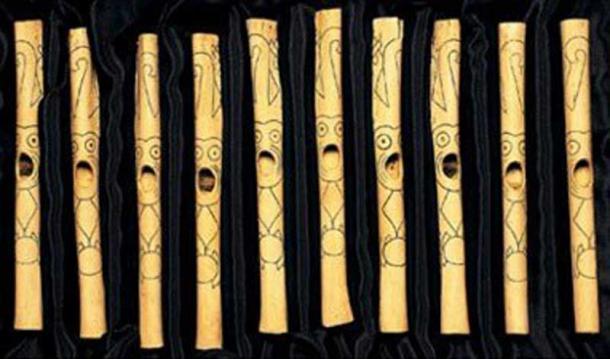 Una selección de las flautas de hueso encontradas en Caral. (Historia real).