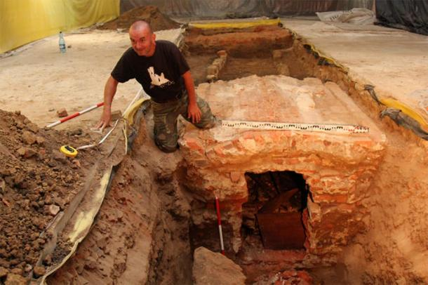 Los huesos de St. Jadwiga fueron encontrados por casualidad durante el trabajo de conservación en la iglesia en Silesia. (trzebnica.pl)