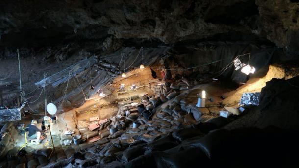 Sitio de excavación de la cueva fronteriza, montañas Lebombo, Sudáfrica. (Dra. Lucinda Backwell / Universidad de Wits)